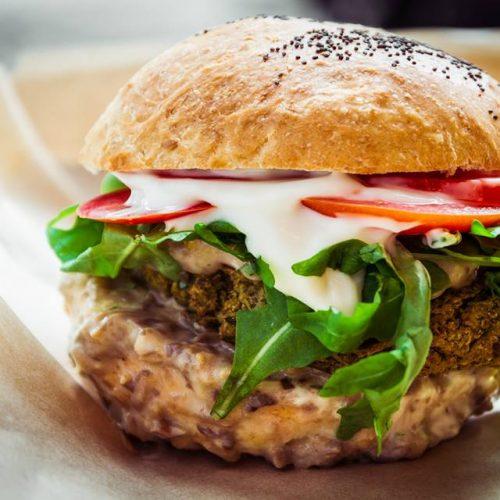 Flower burger Roma, dopo Milano la paninoteca vegana apre a Prati
