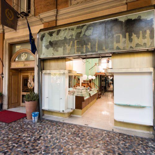 Gatsby Cafè Roma, piazza Vittorio risorge con un bistrot-cappelleria a tre piani