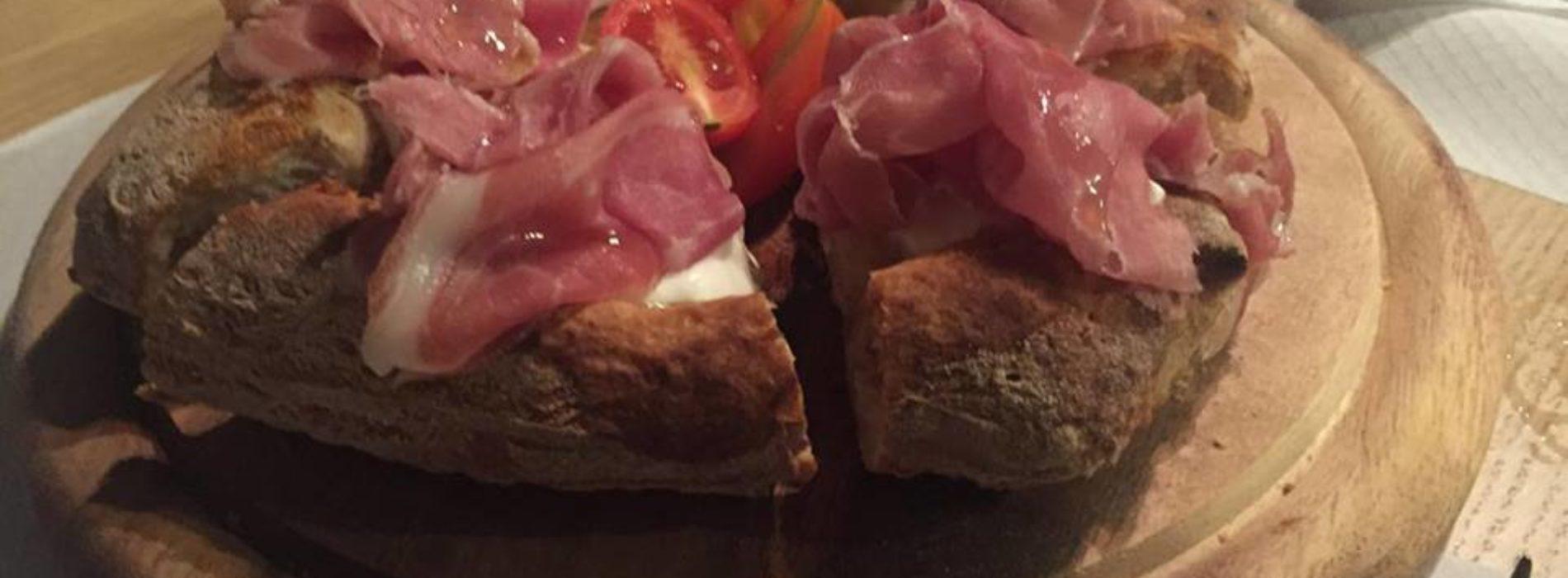 Garage Pizza & Co Milano, proposte gourmet e drink 'spaziali' in Sempione