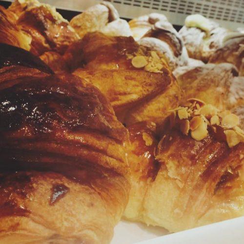 Pâtisserie Palermo, croissant e rustici a metà tra la pasticceria francese e il bar siciliano