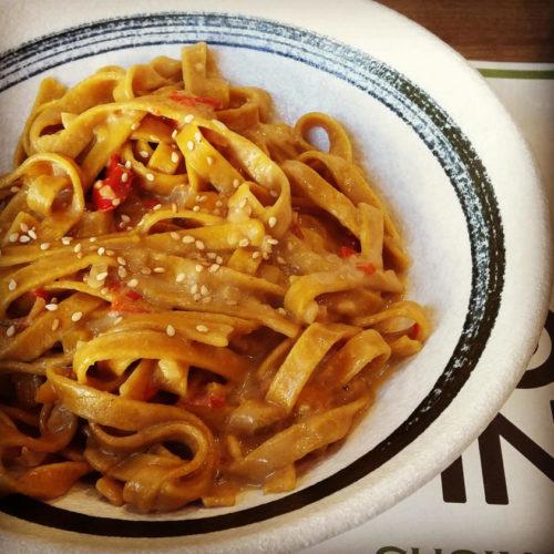 Molto Yin Milano, cucina vegana ed estratti di frutta nel ristorante a Isola