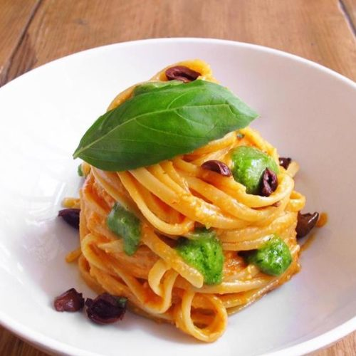 Orto Erbe e Cucina Milano, menu estivo al basilico tra le piante aromatiche della bottega in Porta Genova