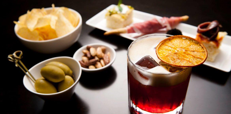 Emporio Armani Caffè Bologna, cocktail e risotto per l'aperitivo in Galleria Cavour