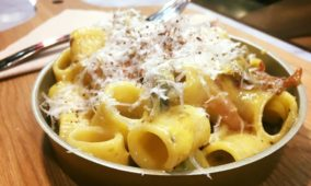 Cooking classes in Rome: learn how to make Carbonara pasta, course, showcooking and dinner