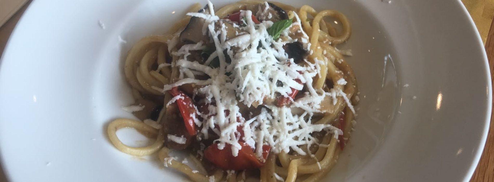 L'Osteria pugliese di Peppe Zullo a Roma, per un mese da Eataly troccoli con ragù di melenzane e sorbetto zucca e peperoncino