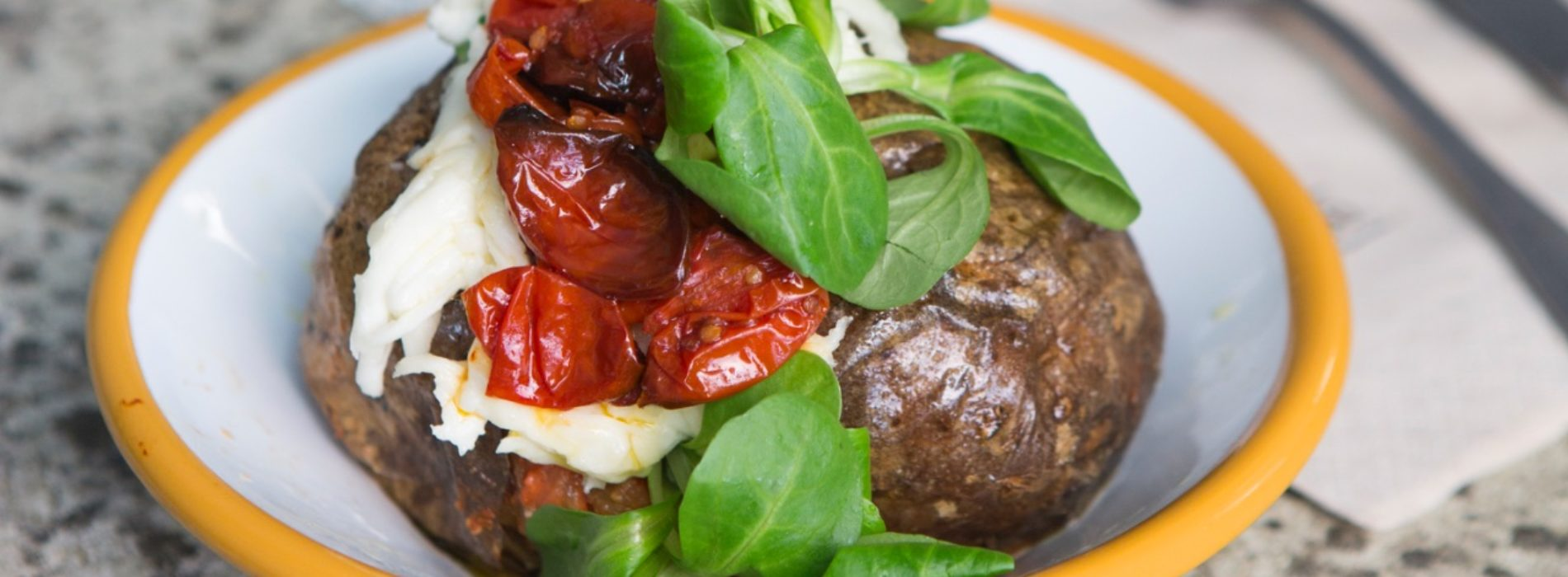 Gialle&Co Milano, la baked potato all'italiana per pranzo, cena e aperitivo in Moscova