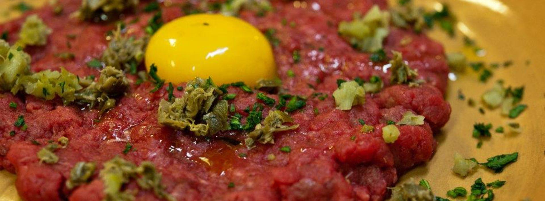 Dove mangiare carne a Roma: ecco le migliori bisteccherie e i ristoranti per filetto e hamburger