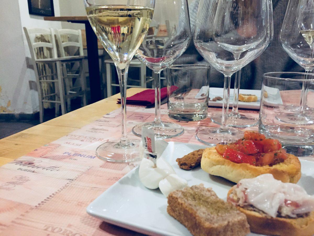 Mia cantina bologna vini alla mescita per tutti e tapas - Tapa porta romana ...