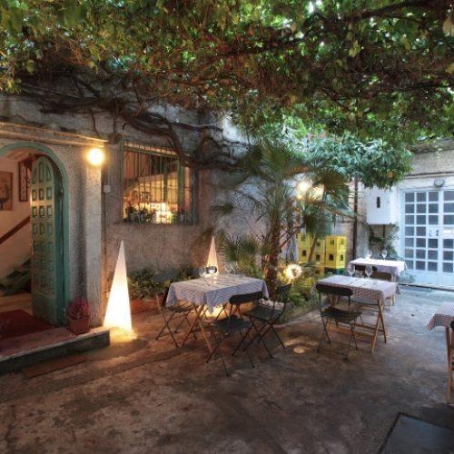 Il Bistrot nel cortile del Politecnico Roma, ambiente da fiaba e menu internazionale nel locale di via Tiepolo