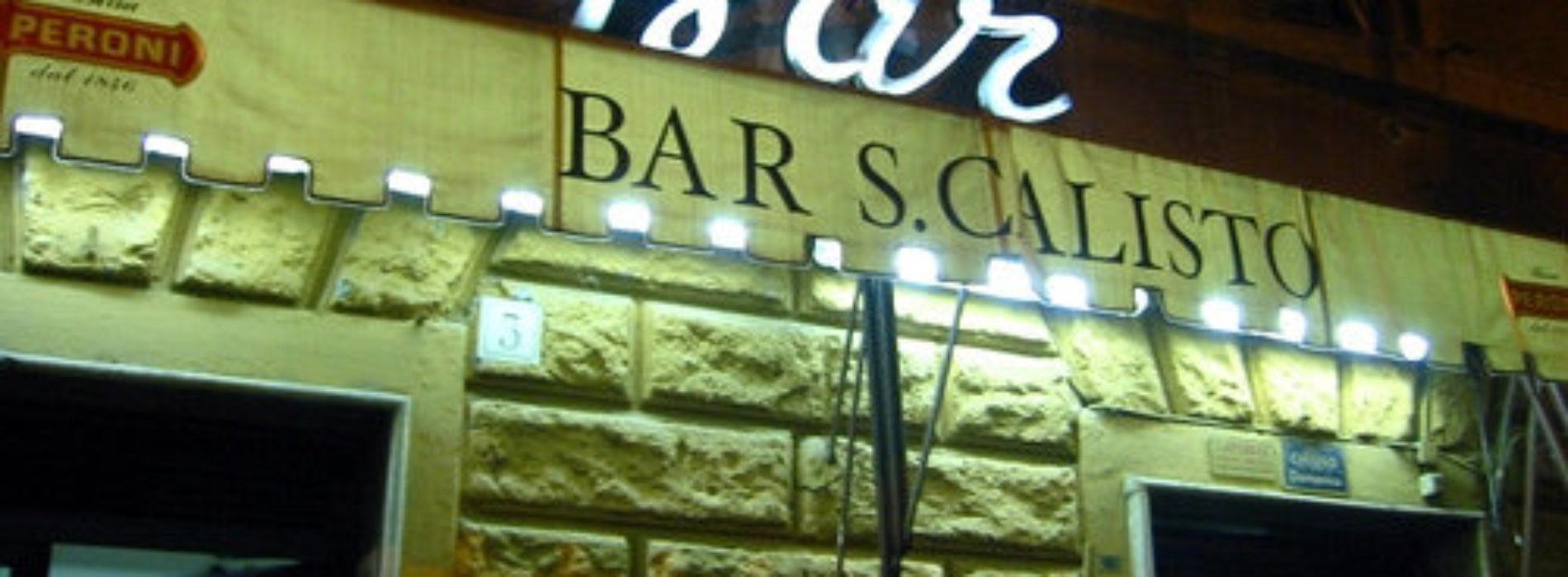 """Bar San Calisto a Roma chiuso per tre giorni """"per presenza di pregiudicati"""", sit in di protesta"""