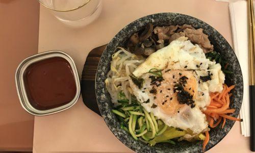 Okja Milano, il coreano fast tutto rosa con zuppe e pollo fritto sui Navigli