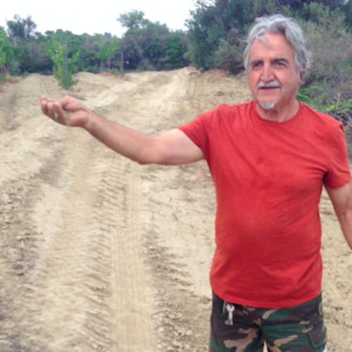 """Intervista a Roberto Ceraudo, pioniere del vino biologico e produttore di Dattilo: """"Basta trattori, torniamo alla terra di 100 anni fa"""""""