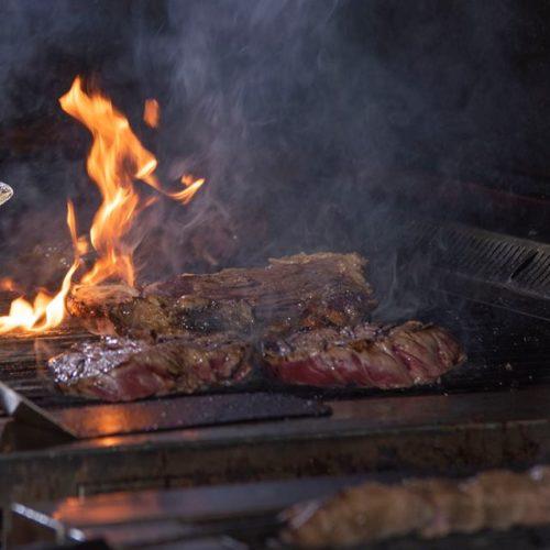 Mangiare carne all'aperto a Roma, le migliori braci, arrosticini e barbecue