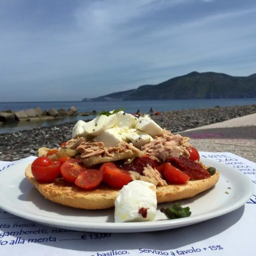 Dove mangiare alle Isole Eolie, i migliori ristoranti consigliati dalla chef Martina Caruso di Signum