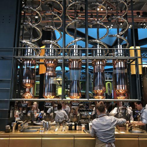 Starbucks Milano, viaggio dentro la caffetteria più attesa e contestata d'Italia