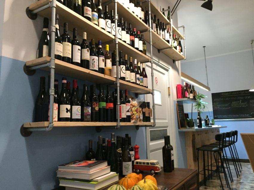 Menabò Vini e Cucina Roma scaffali
