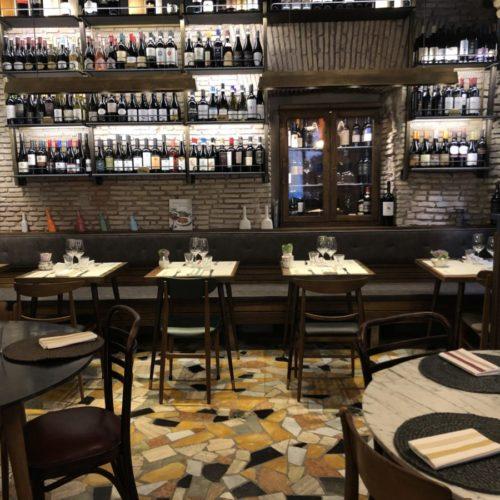 Santovino Roma, cucina a vista e quasi 500 etichette da provare