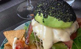 The AvvBar Firenze, menu esotico e cucina a vista nel nuovo avocado bar in centro