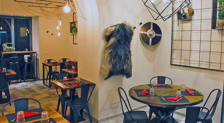 Valhalla Milano, il ristorante arredato con scudi, pellicce, legno e acciaio
