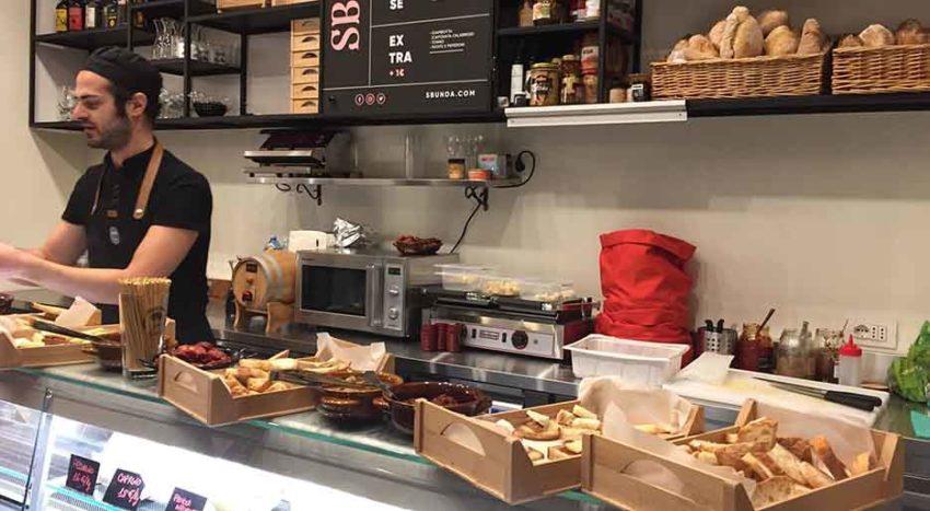 Sbunda, i panini calabresi a Milano