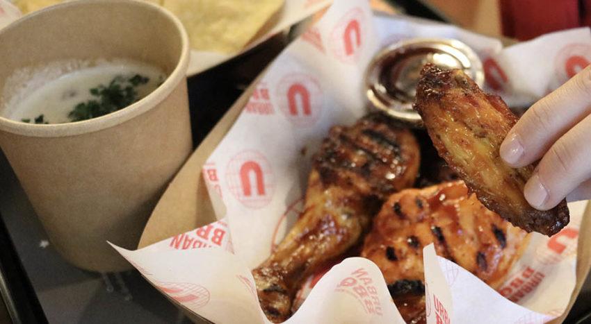 Da Urban BBQ le alette e le cosce di pollo