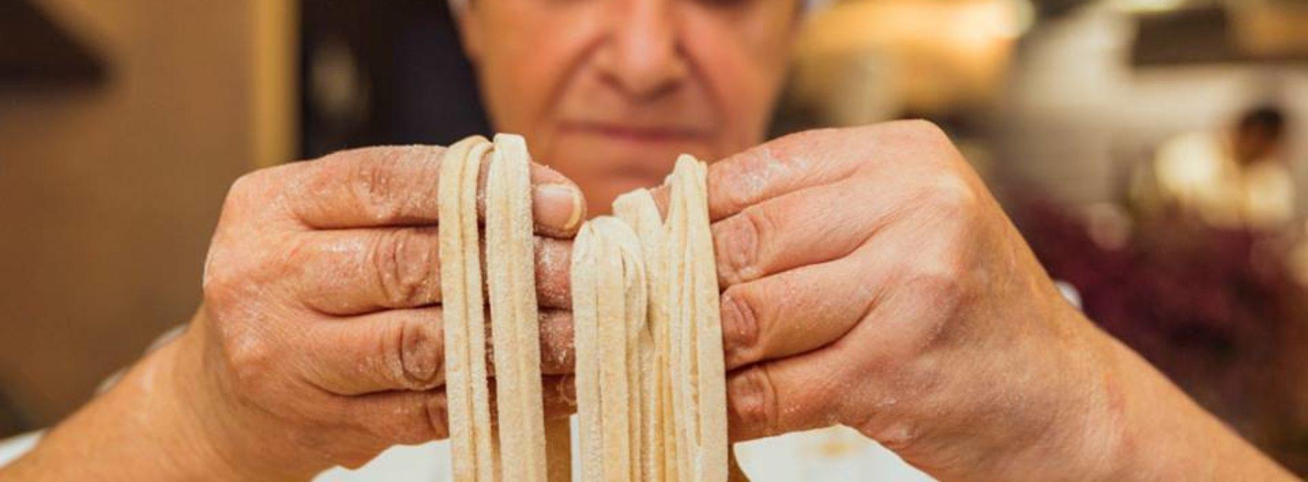 Le sfogline tristi, mi si nota di più se bevo naturale e i presepi di pasta, Er Murena in punta di forcone