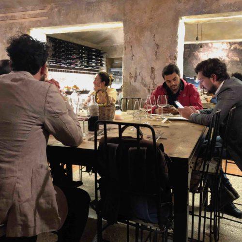 Pastorie Roma, mangiare al Pigneto in una stalla abruzzese tra pecore e arrosticini