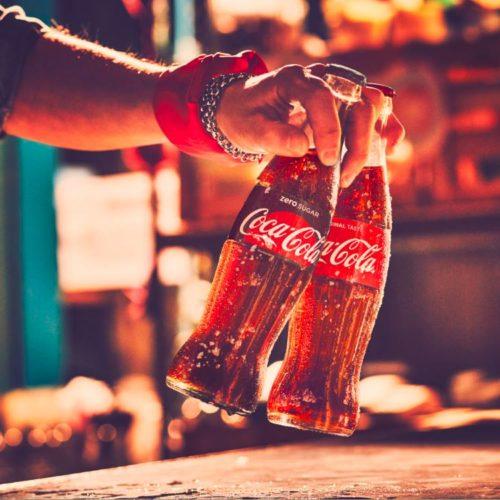 Ritirata Coca-Cola, filamenti di vetro in alcuni lotti: ecco se c'è da preoccuparsi