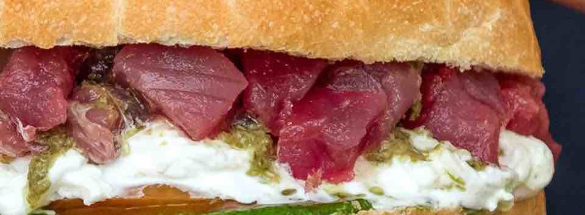 Pescaria Roma, finisce la lunga attesa per i panini di pesce di Polignano a Mare (e Milano)