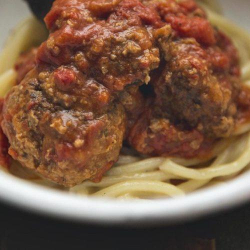 """Pici con le polpette """"Come da nonna"""", come farli in casa con la ricetta dello chef Baldari di Archivolto"""