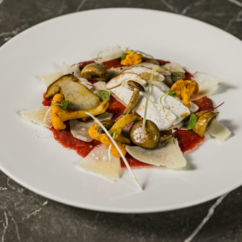 Carpaccio con Parmigiano e funghi, la ricetta di Picanha's TOP Carne da fare a casa