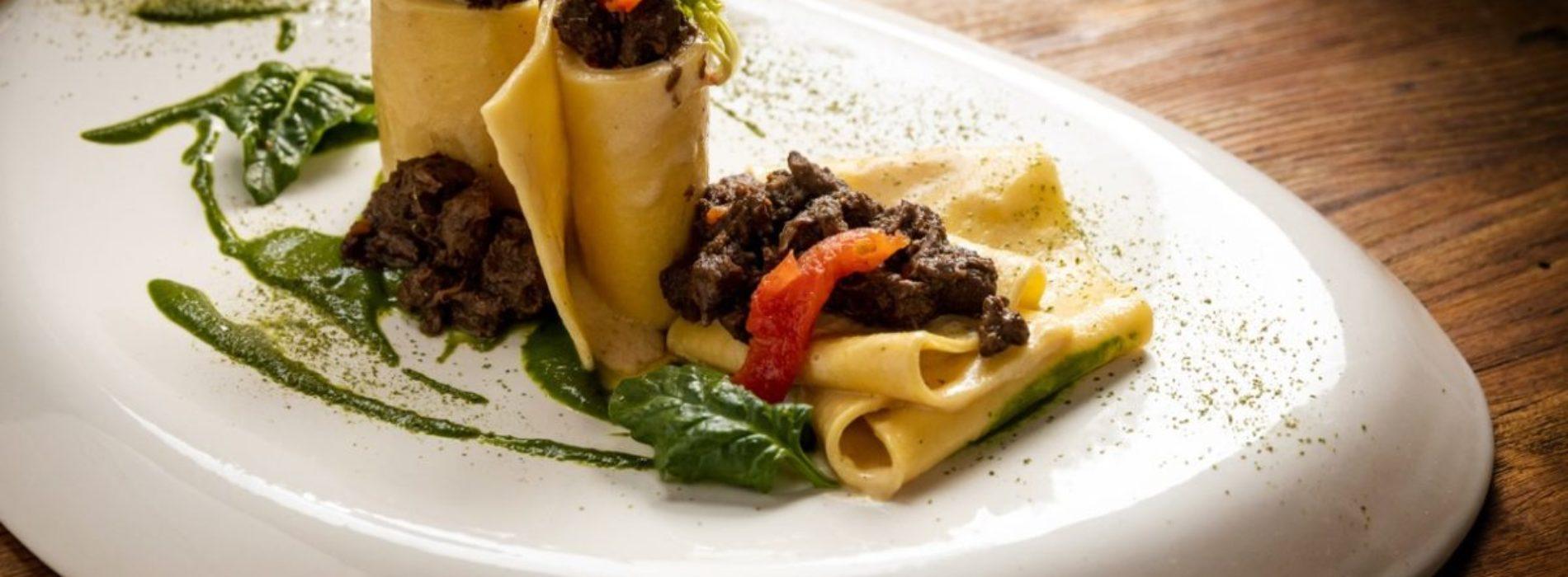 Pappardelle al ragù al coltello di lepre, la ricetta dello chef Venturi del ristorante L'Asinello nel Chianti