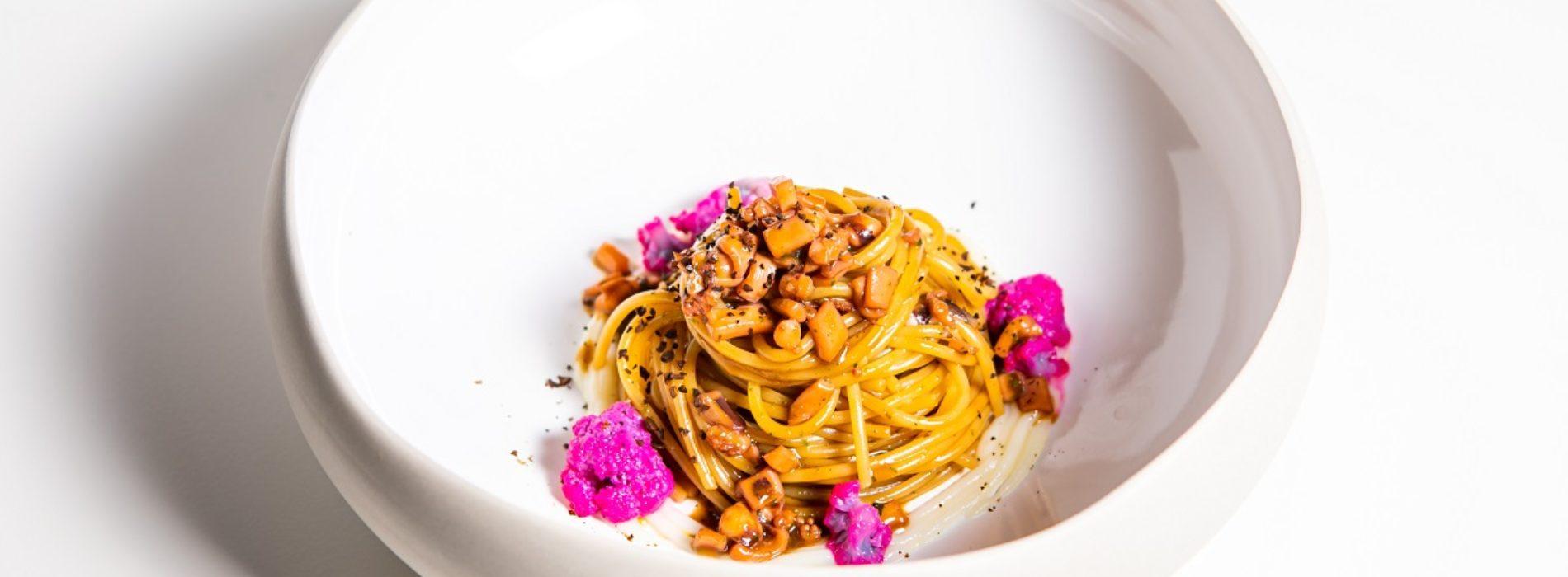 Spaghettoni con totani cavolfiore e caffè, la ricetta dello chef Mirko di Mattia di Livello 1
