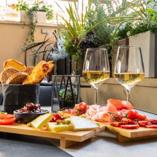 Dafne Garden Cafè Roma, il ristorante con giardino segreto dell'Apollo Boutique Hotel di Prati