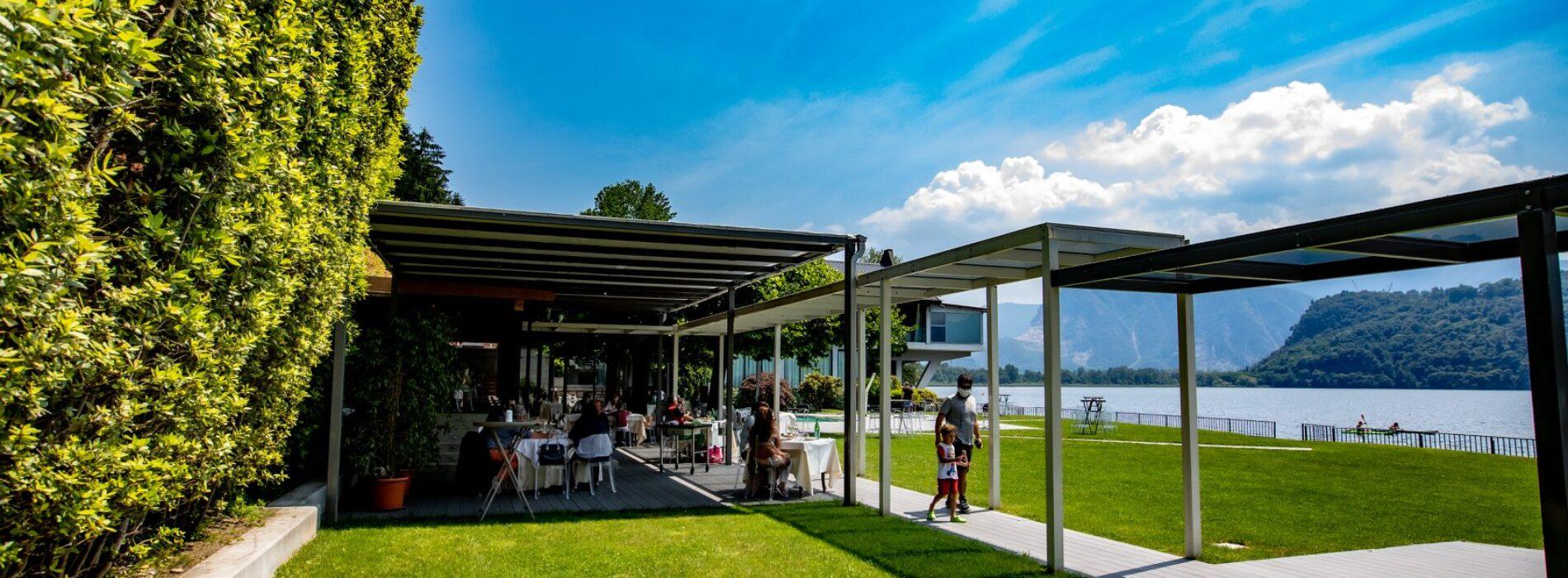 Fuoriporta Milano, 15 ristoranti all'aperto tra cortili, parchi, piscine e laghi