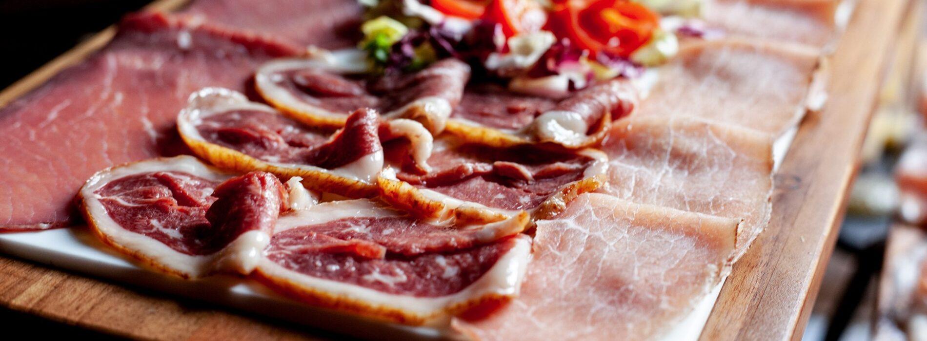 I migliori taglieri di Milano, dieci locali per aperitivo con salumi, formaggi e non solo
