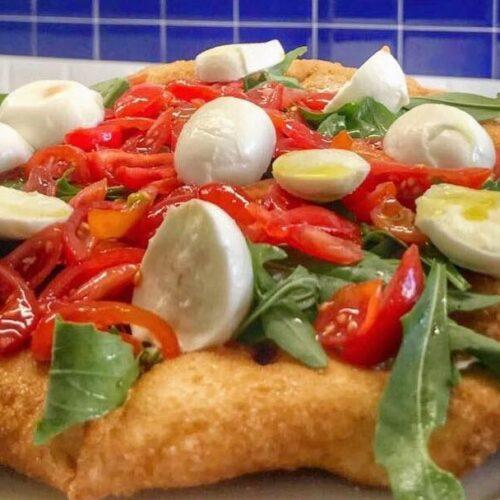 La Masardona a Roma, la pizza fritta di Napoli sbarca in pieno centro