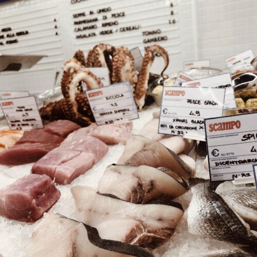 Scampo Bologna,  apre la pescheria moderna che è anche ristorante di pesce