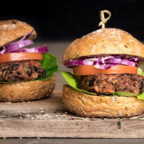 Hamburger vegani e bistecche senza carne non sono hamburger, ma tocca all'Europa decidere