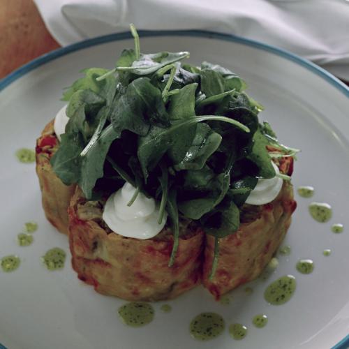 Torta salata con porri e feta: la ricetta della Prassalohanopita di Vasiliki Kouzina