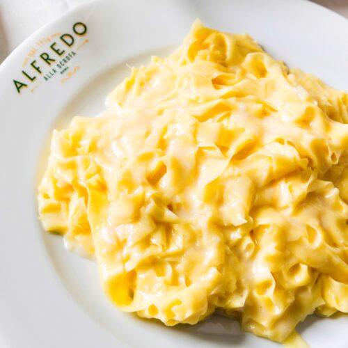 Le fettuccine Alfredo di Alfredo Di Lelio / 100 cose da mangiare a Roma