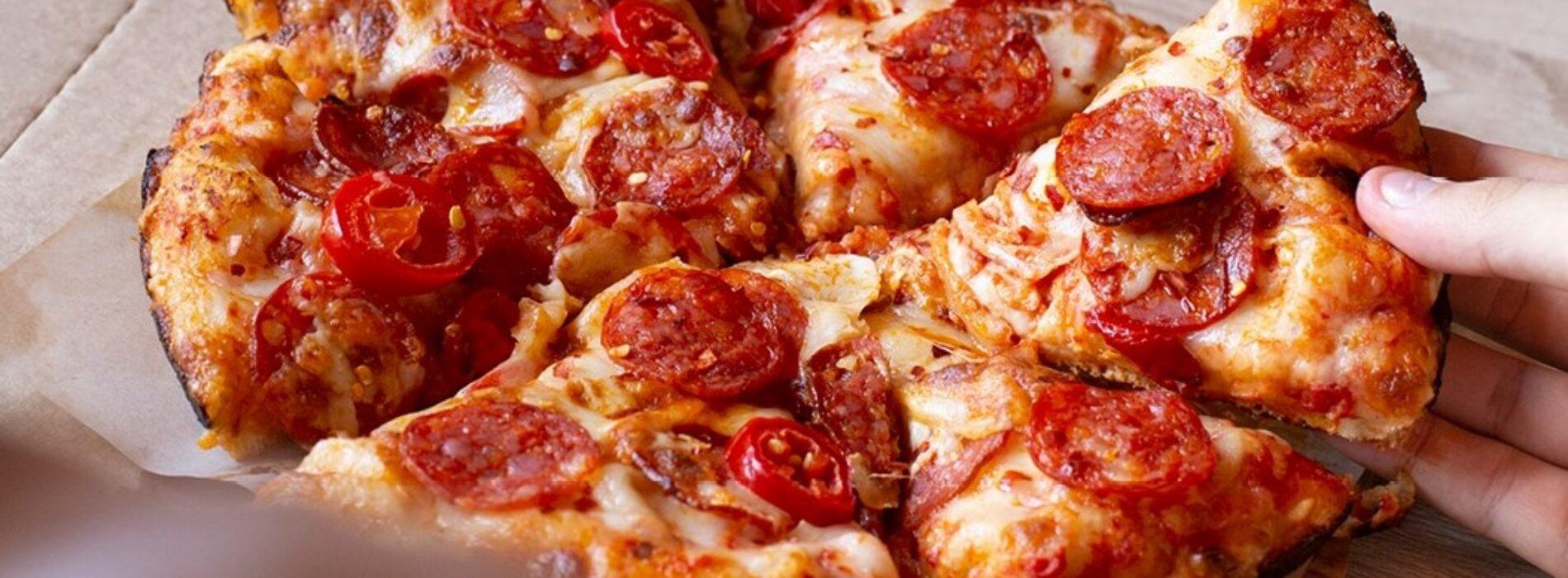 Domino's Pizza a Roma, prezzi stracciati e invasione in arrivo per le pizzerie made in Usa