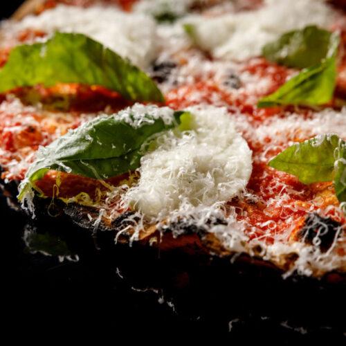 Seu Pizza Illuminati apre a Ostia con la pizza romana