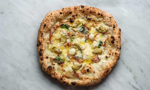 Pizza carciofi arrostiti e pancetta infornata: la ricetta della Pizzeria Salvo