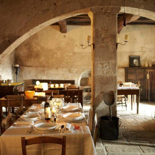 Mangiare e dormire in Abruzzo: dove godersi la tavola tra hotel, agriturismi e borghi diffusi
