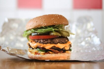 Five Guys a Roma: la catena americana di hamburger apre a Termini